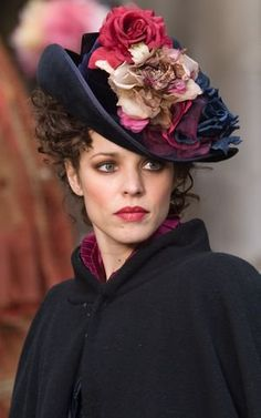 Rachel McAdams, Irene Adler - Sherlock Holmes directed by Guy Ritchie (Costume Design by Jenny Beavan) Irene Adler, Rachel Mcadams Sherlock Holmes, Rachel Macadams, Victorian Hats, Victorian Fashion, Cooler Look, Fancy Hats, Love Hat, Up Dos