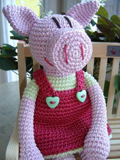 Oink!    Liebevoll gehäkeltes Ferkelmädchen namens Femke ♥    Zum Kuscheln, An- und Ausziehen, Liebhaben, Hinsetzen, Einschlafen ...    *ACHTUNG!  ...