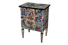 Decoupage comic book stand. You like comics and you know what decoupage is? <3