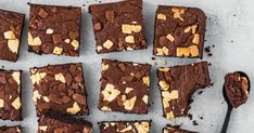 To spice up our juicy brownies even more, we just added more chocolate. brownies To spice up our juicy brownies even more, we just added more chocolate. Blondies Cookies, Blondie Brownies, Brownie Cookies, Chocolate Brownies, Cookie Dough, Food And Drink, Sweets, Eat, Desserts