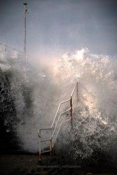 Temporal con olas enormes el 25 de diciembre de 2013 en la playa de La Zirriola.Donostia,España.