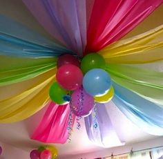 DIY PARTY POOF! *balloons in the center (prob string them all together) and streamers coming from the center
