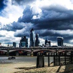 Lumières à Londres Lights  in London #nomad #lines #jmvoge #light #table #photooftheday #london #sky #streetphotography #dream #meeting  #following #hope #enjoylife #fubiz #thames Jean Michel, New York Skyline, Instagram, Table, London, Mesas, Desk, Tabletop, Desks
