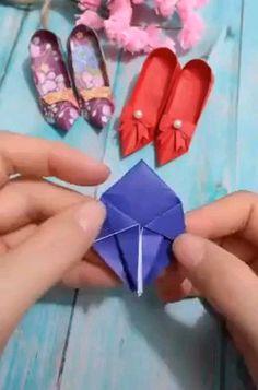 Best 11 Handmade five-pointed star origami video tutorial – SkillOfKing. Diy Origami, Origami Paper, Diy Paper, Paper Art, Paper Crafts, Oragami, Paper Folding Crafts, Origami Folding, Diy Arts And Crafts