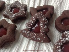 VÍKENDOVÉ PEČENÍ: Kakaové linecké s marmeládou Gingerbread Cookies, Cheesecake, Food And Drink, Cupcakes, Christmas, Recipes, Advent, Blog, Gingerbread Cupcakes