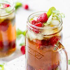 Die neue Erfrischung im Sommer: Chia-Eistee. Frische Minze, süße Beeren und geeliger Chia-Pudding geben dem kalten Tee den besonderen Frische-Kick.