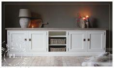 zeer aantrekkelijke dressoir/tv meubel.
