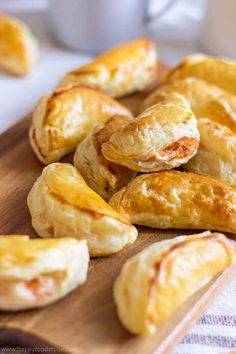 Puff Pastry tuna empanadas are great for parties and family gatherings! These puff pastry pockets filled with delicious tuna filling are very easy to make.