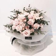 Find images and videos about flowers and rose on We Heart It - the app to get lost in what you love. My Flower, Pretty Flowers, Fresh Flowers, Dried Flowers, Flower Packaging, Hand Bouquet, Arte Floral, Floral Bouquets, Planting Flowers