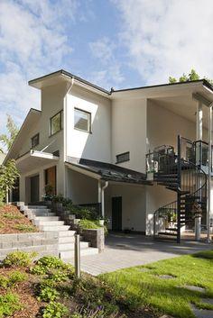 Yksilöllinen kivitalo suunnitellaan tontin muotojen mukaan. Lisää ideoita www.lammi-kivitalot.fi Home Fashion, Beautiful Homes, Sweet Home, Houses, Mansions, Architecture, House Styles, Finland, Yards
