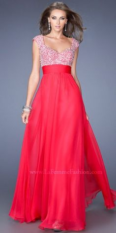 This dress sparkles in all the right places with it's embellished bust to fluid chiffon skirt.......Price - $438.00 - uR5Ci6mu