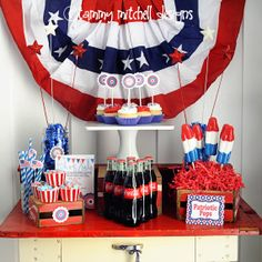 Awesome 4th of July party spread. Cute printables!