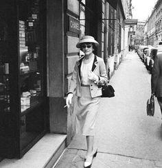Coco Chanel (1957, by Mark Shaw) #CocoChanel Visit espritdegabrielle.com | L'héritage de Coco Chanel #espritdegabrielle