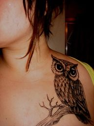 i always said i wanted an owl tattoo on my shoulder to tell me wise things to do...and someone has the placement down pat. i'm so doing this as my first...someday soon.