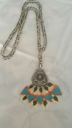 This Pin was discovered by Fat Crochet Art, Needle Lace, Quilling, Crochet Necklace, Jewelry, Lace, Necklaces, Bedspreads, Crochet Collar