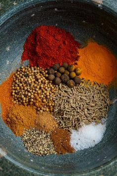 An easy to make blend of warm spices to season your chicken, pork or lamb for shawarma! Shawarma is a popular dish where meat is grilled on vertical spit a Shawarma Seasoning, Shawarma Spices, Homemade Spices, Homemade Seasonings, Spice Blends, Spice Mixes, Sauce Barbecue, Bbq Sauces, Seasoning Mixes