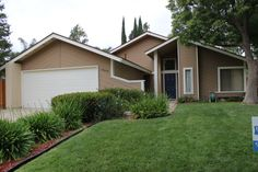 The exterior paint color is dunn edwards bison beige for Dunn edwards paint tucson