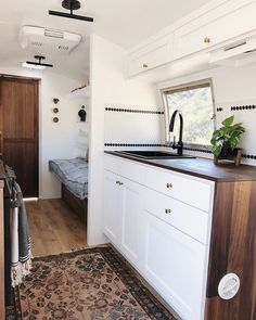 Vintage Airstream Renovation by arrowsandbow! Airstream Remodel, Airstream Renovation, Airstream Interior, Trailer Remodel, Tiny House Living, Rv Living, Caravan Living, Living Room, Caravan Vintage