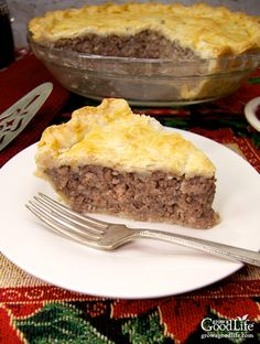 Tourtière, also known as pork pie or meat pie, is a traditional French-Canadian pie enjoyed throughout Canada and New England. It is made from a combination of ground meat, onions, savory seasonings, and baked in a traditional piecrust. French Canadian Meat Pie Recipe, Canadian Food, Ukrainian Recipes, Russian Recipes, Curry Recipes, Pie Recipes, Recipies, Dinner Recipes, Xmas Food