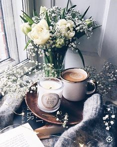 Coffee, flowers, coffee and cozy, spring, fashion But First Coffee, I Love Coffee, Coffee Break, Morning Coffee, Coffee Cafe, V60 Coffee, Coffee Drinks, Lady Laura, Pause Café