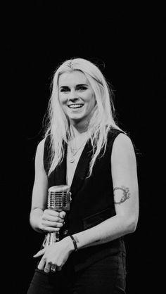 Lynn Gunn wins best vocalist at the APMs