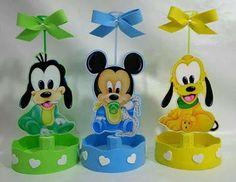 más y más manualidades: Centros de mesa circulares usando foamy Festa Mickey Baby, Fiesta Mickey Mouse, Minnie Mouse Cake, Minnie Mouse Birthday Decorations, Mickey Mouse Clubhouse Birthday Party, Baby Shower Deco, 2nd Baby Showers, Mickey Mouse E Amigos, Mickey Mouse And Friends