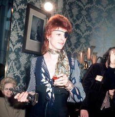 Image discovered by Liz Bowie. Find images and videos about david bowie and classic rock on We Heart It - the app to get lost in what you love. Angela Bowie, David Bowie Born, David Bowie Ziggy, David Jones, Glam Rock, Duncan Jones, Bowie Starman, The Thin White Duke, Pretty Star