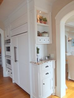 Planning a kitchen remodel ideas? Explore our favorite kitchen design ideas and . - Planning a kitchen remodel ideas? Explore our favorite kitchen design ideas and … - Kitchen Redo, Kitchen And Bath, Kitchen Storage, Kitchen Cabinets, Kitchen Ideas, Kitchen Organization, Kitchen Small, Organization Ideas, Organization Station