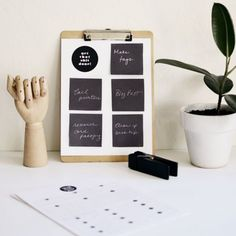Get a jump start on getting organized for the new year. Free Printables: weekly/daily to-do chart for post-it notes + goal worksheet.