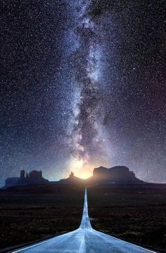 Classic view down Route 163 towards Monument Valley (Arizona) by Mads Peter Iversen