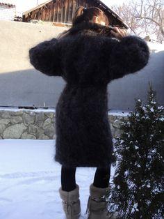 Fluffy Sweater, Mohair Sweater, Sweaters For Women, Women's Sweaters, Fur Coat, Beautiful Women, Wool, Fashion, Moda