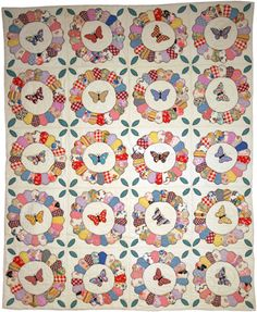 DRESDEN PLATE QUILT.............PC.......................... Unknown Maker; Period: 1930-1949