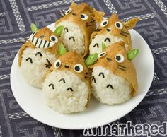 Totoro Inari Sushi ♥ (i find it difficult to eat them. how can i gnaw that cute totoro? Bento Kawaii, Cute Bento, Cute Food, Good Food, Yummy Food, Hamster Food, Japanese Food Art, Japanese Candy, Sushi Art