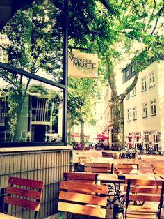 Luxury Cafe von der Motte tolle Kuchen in Ottensen
