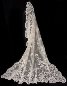 Vintage Wedding Veils | ANTIQUE IRISH CARRICKMACROSS WEDDING VEIL