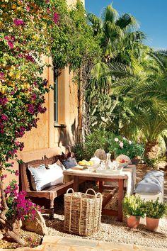 Mexican patios: decor: the outdoor room Outdoor Rooms, Outdoor Dining, Outdoor Gardens, Outdoor Furniture Sets, Outdoor Decor, Dining Area, Dining Rooms, Dream Garden, Home And Garden