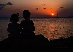 Mis niñas en el muelle de Poniente (La Manga del Mar Menor), Miguel Mora.