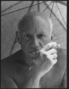 Portrait of Picasso by Willy Maywald.'he was only five foot three but girls could not resist his stare and so.pablo picasso was never called an asshole' Pablo Picasso, Kunst Picasso, Art Picasso, Picasso Style, Famous Artists, Great Artists, Francisco Goya, Georges Braque, Spanish Painters
