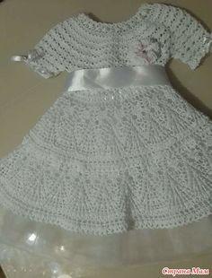 К новому году в садике объявили что все девочки на празднике будут снежинками. Решила я связать платьице для своей малышки. Долго искала модельку хотя бы примерную. И наконец нашла.