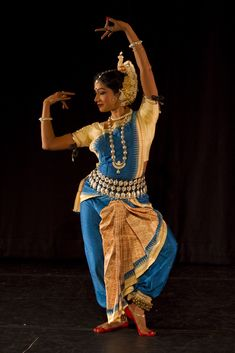 Be like a branch of a tree; flex your body to face wind of sorrow; flex little harder to dance in the wind of happiness. Indian Classical Dance, India Images, Folk Dance, Dance Poses, Dance Fashion, Dance Pictures, Dance Photography, Just Dance, Oeuvre D'art
