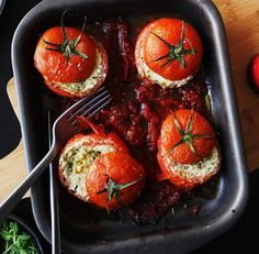 Tomates assados recheados com pesto e ricota   19 legumes deliciosamente recheados