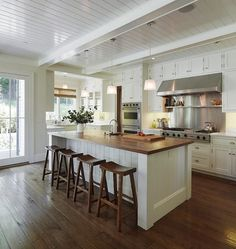 44 Top Small Kitchen Remodel Design Ideas - Page 20 of 46 Kitchen Island Decor, Rustic Kitchen Cabinets, Kitchen Stools, Wooden Kitchen, Country Kitchen Island, Kitchen Countertops, Kitchen On A Budget, New Kitchen, Boho Kitchen