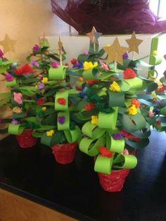 Christmas tree from strips to skewer Christmas tree from . Preschool Christmas, Christmas Crafts For Kids, Christmas Activities, Homemade Christmas, Christmas Projects, Winter Christmas, Christmas Themes, Holiday Crafts, Christmas Holidays