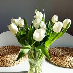 """Dzień dobry w sobotę  #goodmorning #sobota #weekend #instaday #instaflower #flowers #tulips #white #table #kitchen #ingatorp #ikeapolska #interior…"""