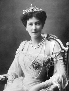 Mary Victoria (née Leiter), Lady Curzon of Kedleston Vicereine of India; first wife of Lord Curzon of Kedleston (later Marquess Curzon of Kedleston). Royal Crowns, Royal Tiaras, Royal Jewels, Tiaras And Crowns, Crown Jewels, Lady Mary, Taj Mahal, British Nobility, Poster Print