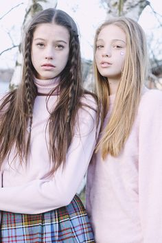 want these pink turtlenecks!