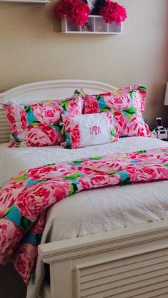 In love with this lilly pulitzer bedding home ideas home bedroom, dorm room Dream Rooms, Dream Bedroom, Home Bedroom, Bedroom Decor, Bedroom Ideas, My New Room, My Room, Dorm Room, Teen Girl Bedrooms