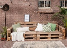 Furniture Recycling with minimum effort Pallet Garden Furniture, Pallets Garden, Recycled Furniture, Outdoor Furniture Sets, Diy Patio, Backyard Patio, Diy Bank, Pallet Lounge, Outdoor Rooms