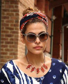 "An das ""Dolce Vita"" Italiens erinnert Eva Mendes m. Looks Hippie, Eva Mendes, Hispanic Women, Head Scarf Styles, Elle Fashion, Star Beauty, Bandana Hairstyles, Trends, Sunglasses Women"