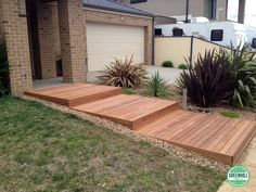 Merbau front yard Decking | www.greenhilltimbers.com.au (03) 9465 9875.